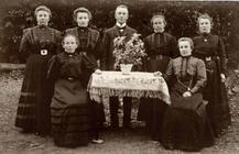 Heinrich Viedenz und Schwestern, 1900