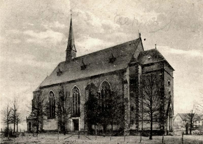 Schwarz-Weiß-Bild mit Innenasicht der Kirche