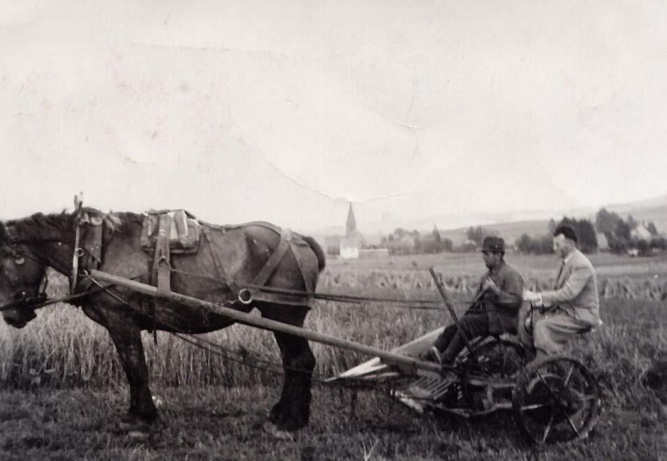 Schwarz-Weiß-Bild mit Dorfbewohnern
